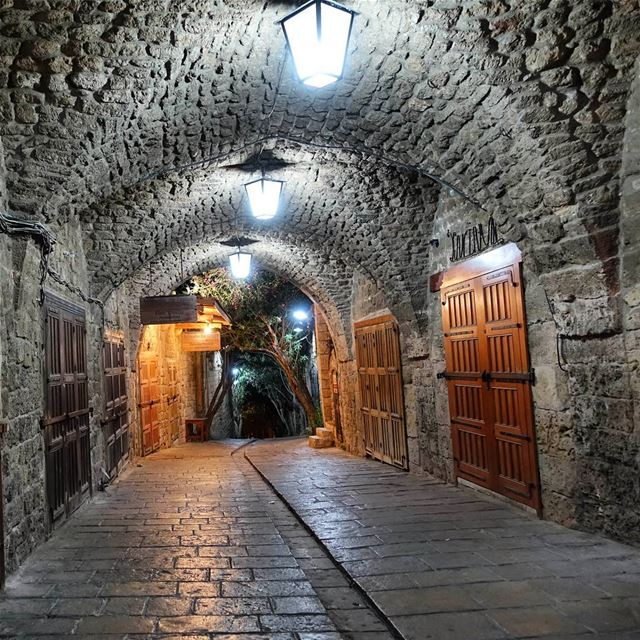 Byblos' busy old souk, is very quiet at night throwback  lebanon  tb ... (Byblos, Lebanon)