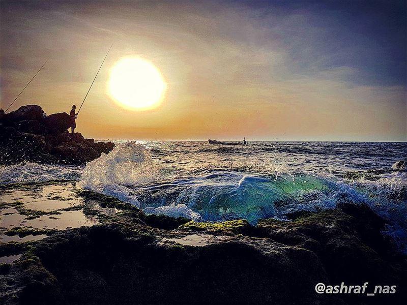 متى ستعرف كم أهواك يا أملاًأبيع من أجله الدنيا وما فيها...لو تطلب البحر ف (Tyre, Lebanon)