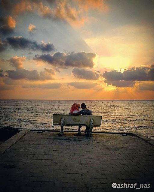 أمس انتهينا فلا كنا ولا كانيا صاحب الوعد خلِّ الوعد نسيانا...طاف النعاس ع (Tyre, Lebanon)