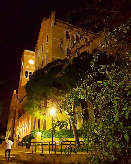 ... College Hall at night...------.. Lebanon_HDR  Ливан  Бейрут ... (American University of Beirut (AUB))