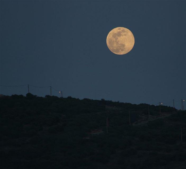 Hello moon 🌕🌝.... moon fullmoon photography photographer... (Al Maydani)