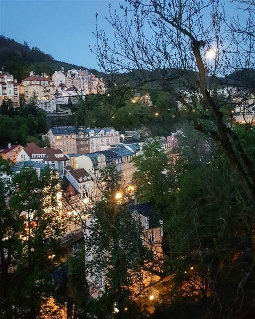 My moon takes me home...From KarlovyVary To my beirut lebanon..🌝🌚 (Karlovy Vary)