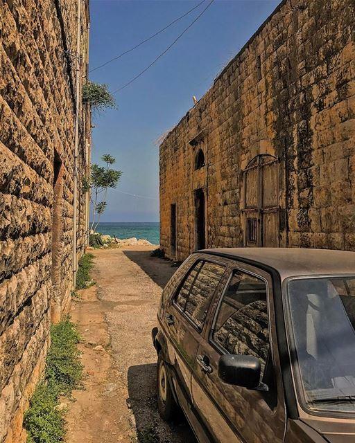 Yalla 3al ba7er!• lebanonhouses livelovelebanon livelovebeirut ... (Old souk Jounieh)