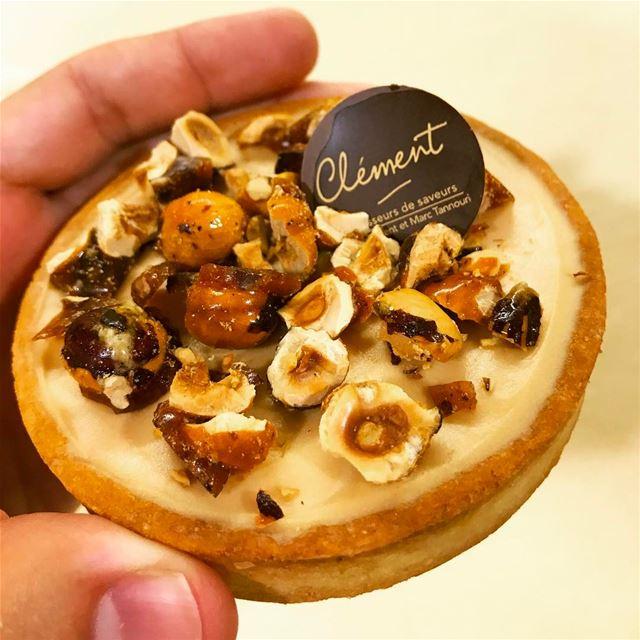 Gourmandise du soir ! 😋 Tartelette dulce de leche aux éclats de noisettes...