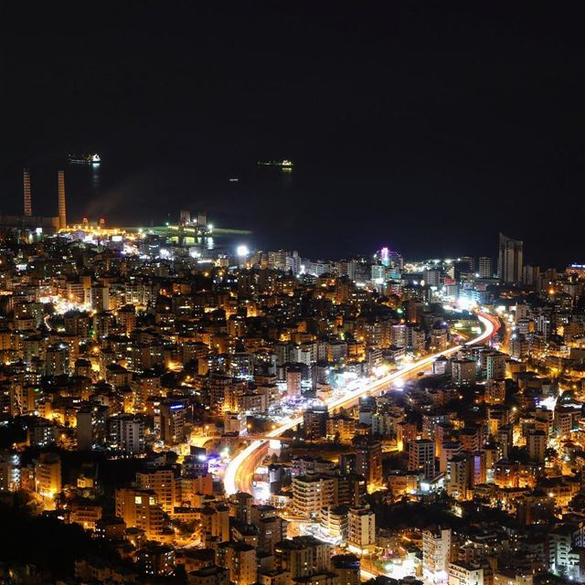 Shining 🌃🌆.... photography photographer photooftheday landscape... (Jounieh, Liban)