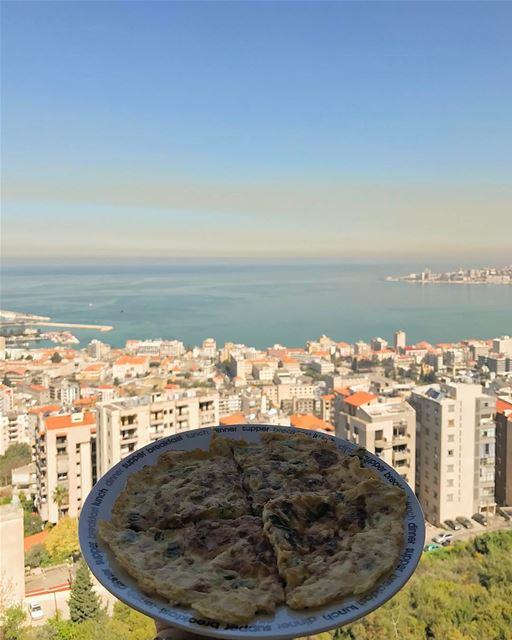 L'Omelette du vendredi 🍳 reposted by @yourlebanon 😍• lebanonhouses ... (Joünié)