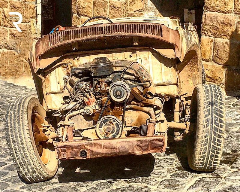 Aged with Beauty... Abandoned old rusty car 🚗 WorldCaptures ...