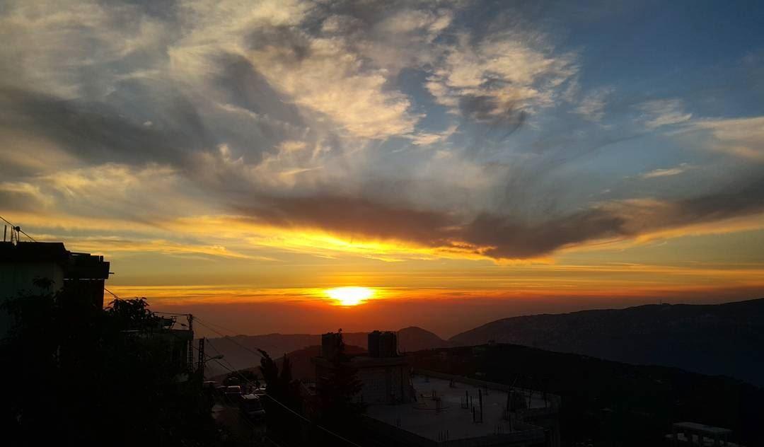 sky skylovers skyline sunsetporn sunset ptk_sky mysunshine sun ... (Qarnayel)