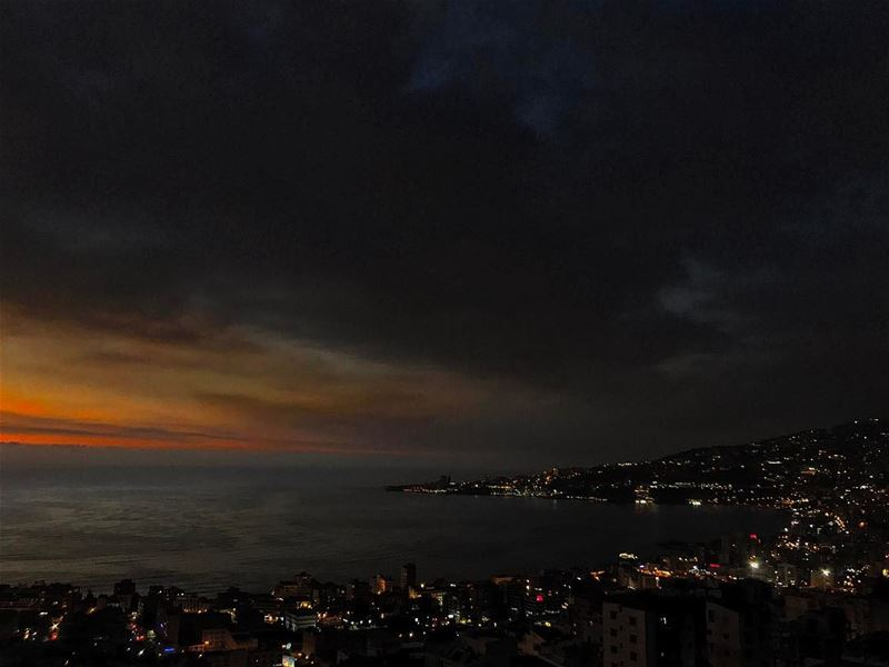 Maybe too dark but i love it👋🙄🌌• lebanonhouses livelovelebanon ... (Joünié)