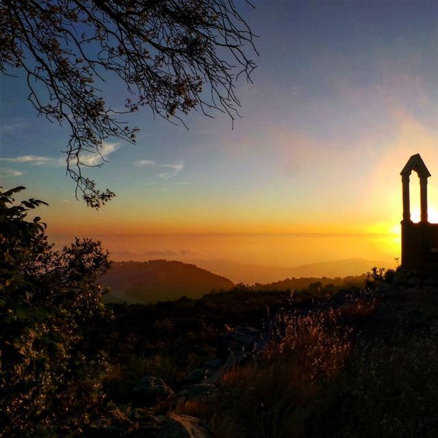 nikontop_ nikonworld bns_sky bns_sunset naturelovers unlimitedsunset... (Dayr Al Qamar, Mont-Liban, Lebanon)