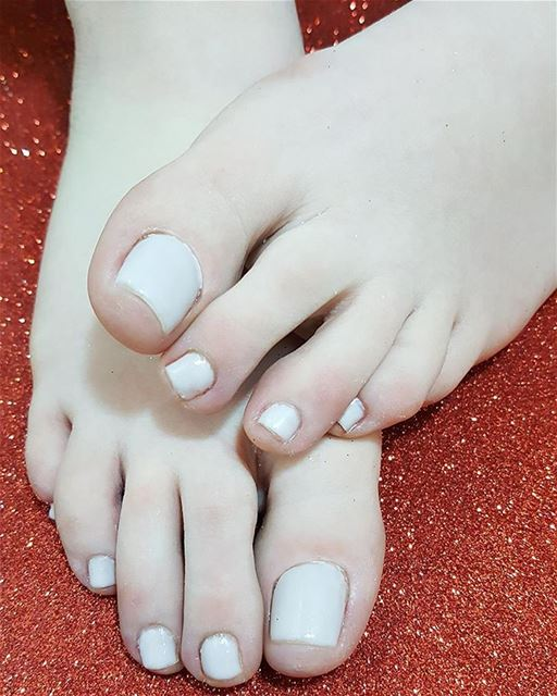 Roura's feet r ready for summer time .. pearly gelish nailpolish spring ... (MUREX Beauty Therapy)