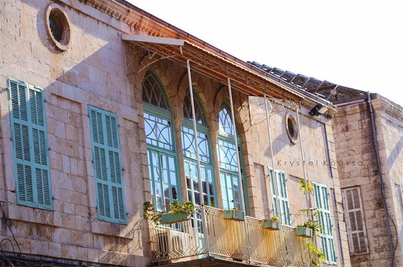Beautiful old house in @livelovejounieh 🍃 (Joünié)