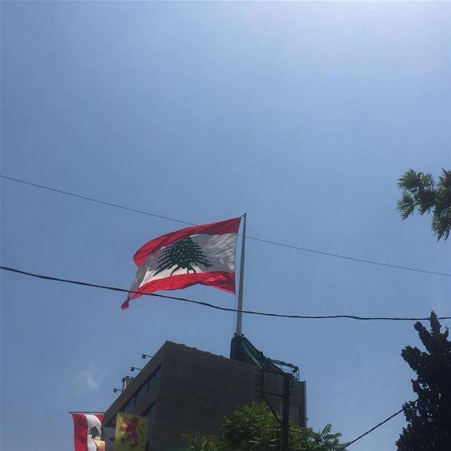 ig_lebanon instalike ig_capture livelovelebanon flag wavingflag ... (Mar Mikhael-Armenia The Street)