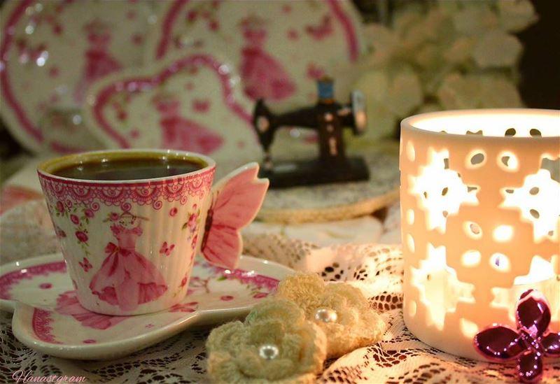 لو كان في الشطرنج قطعة مؤنثة ...لمات الملك عشقاً ....مسائكم رقة ...🎀 قهو
