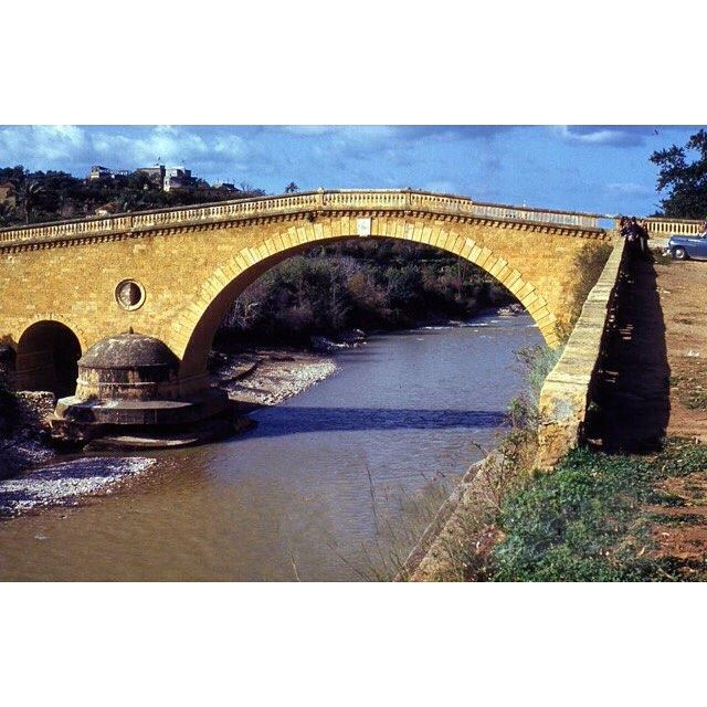 جسر الباشا ونهر بيروت عام ١٩٥٠ ،