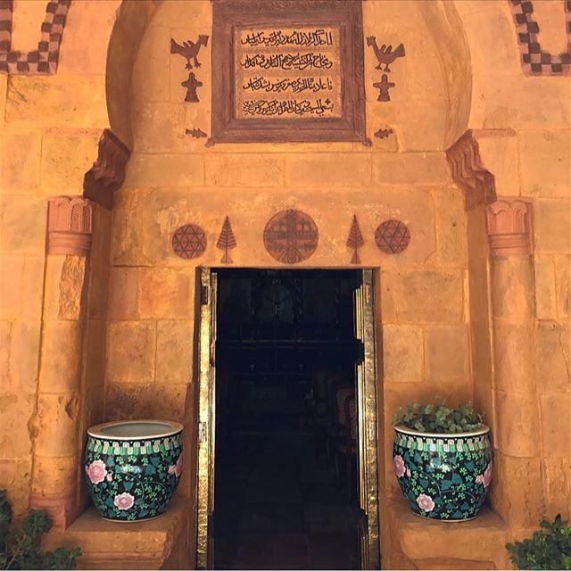 Let's discover new places, just us two 🌎🌸🦋🌼🚪🔍-...... newplace... (Bikfaïya, Mont-Liban, Lebanon)