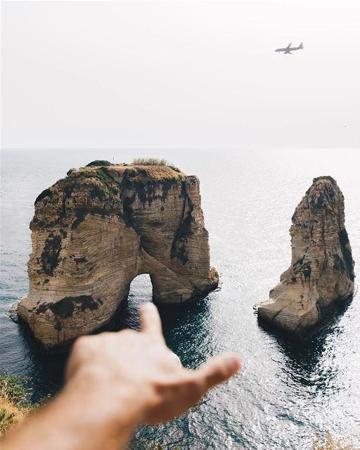 Cartão postal de Beirute fotografado por @raul 🇱🇧 Beirut's postcard... (Pigeon Rock)