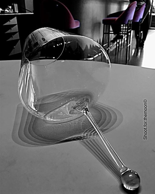 À l'eau de rose 😜 gathering friends lunch glass design ... (Kaléo Beirut)