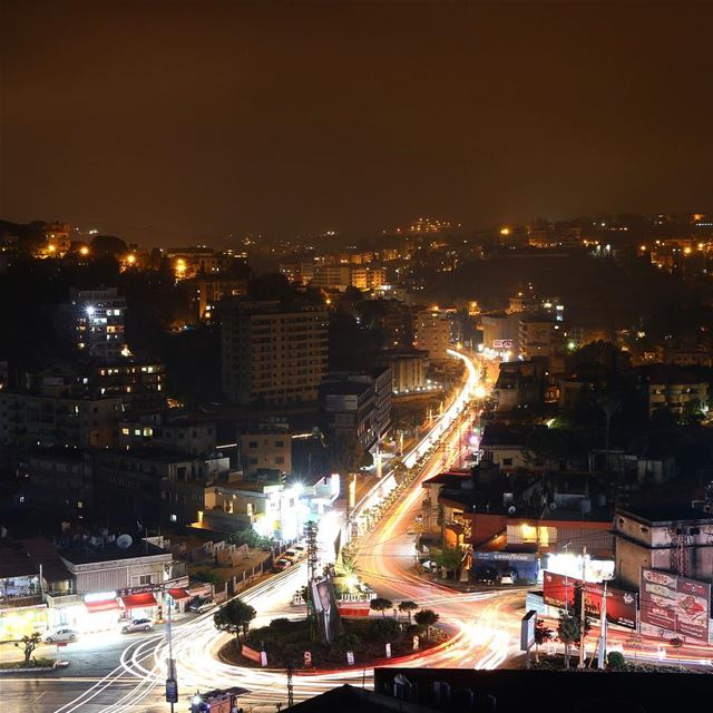 Nabatieh never sleeps 🌃✨.... night nightphotography nightshot... (Nabatîyé)