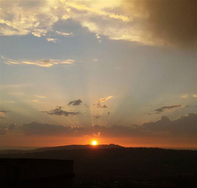 Spreading the light in all directions tb sunset south lebanon khiam ... (Al Khiyam, Al Janub, Lebanon)