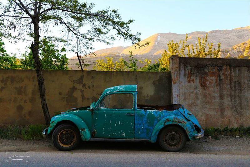 Das Auto in half ❤❤❤ (Bcharreh, Liban-Nord, Lebanon)