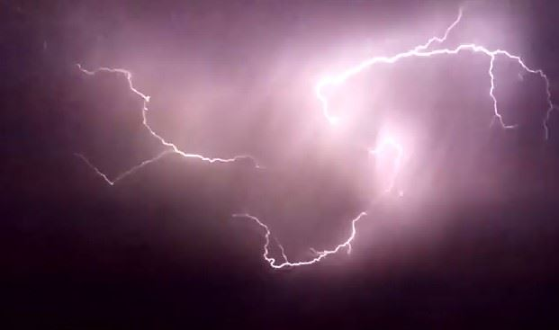 Lightning Strikes Like a Flash of Light (Lightning Video from Lebanon May 2017)