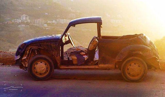 Das Auto in half ❤❤❤ (Bcharré, Liban-Nord, Lebanon)