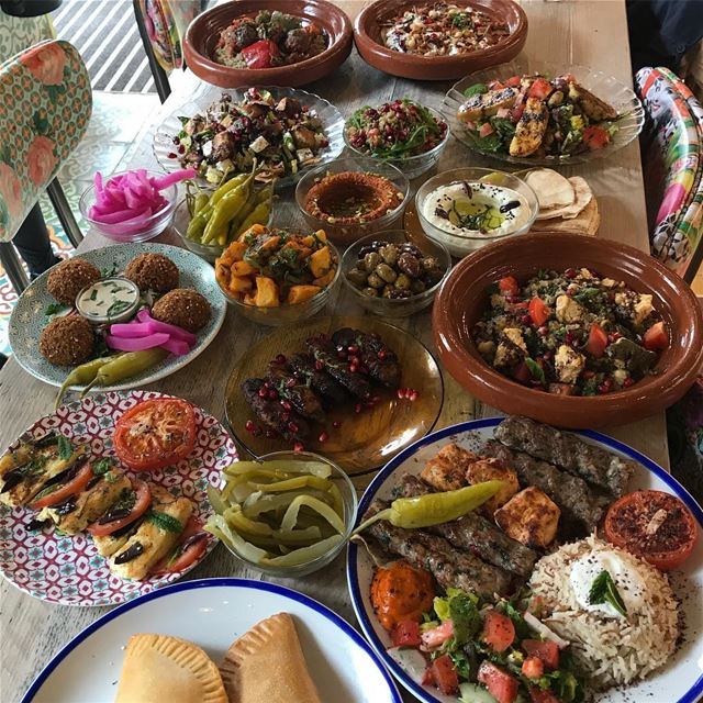 Light Lebanese lunch with friends ❤️❤️❤️ comptoirlibanais comptoir lunch... (Comptoir Libanais)