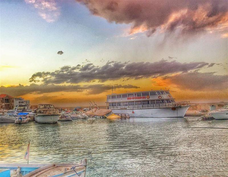عادت أصوات الحرية بمراكب صور البحرية يا شطأن من قرطاجة وتطاول أبراج الشمس ت (صور الميناء)