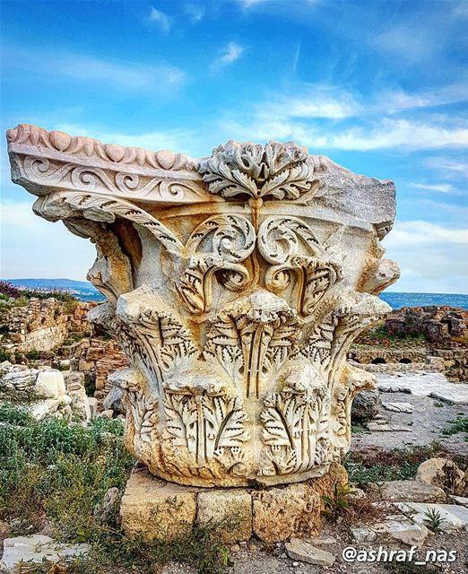 شجر أراضيك سواعد أهلي شجّرواوحجار حفافيك وجوه جدودي اللي عمّروا...وعاشوا... (Roman ruins in Tyre)