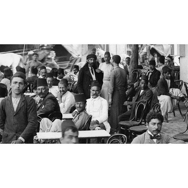 بيروت مقهى القزاز عام ١٩١٠ ،