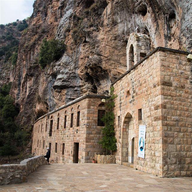 São dezenas de mosteiros cristãos encravados nas montanhas do Líbano. Não é (Kadisha Valley)