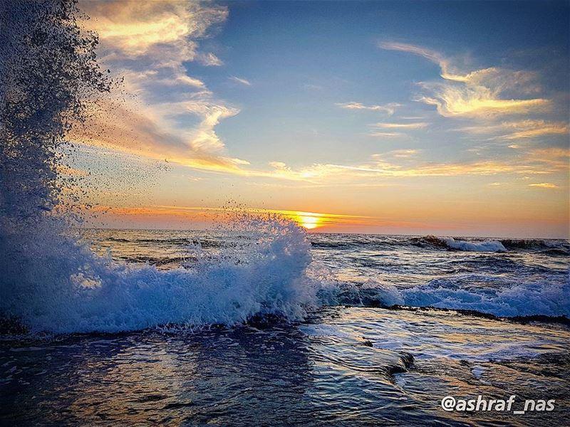 احتاج اليك واهرب منكوارحل بعدك من نفسي...في بحر يديك افتش عنكفتحرق امواج (Tyre, Lebanon)