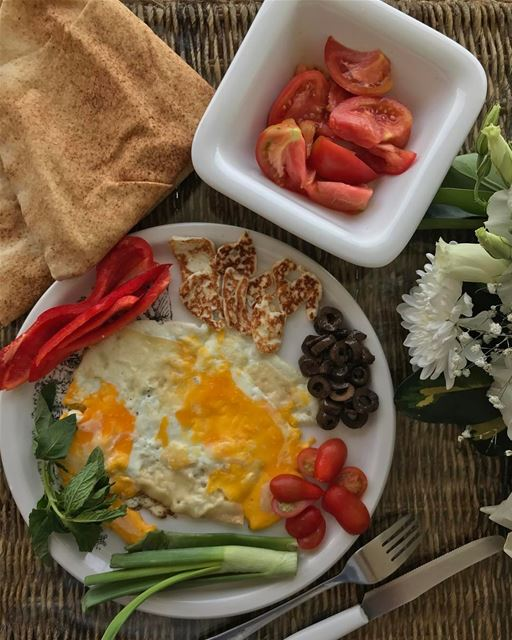 Good morning peeps 🌞 home made breakfast 🍳 🧀 🍅 have a wonderful Sunday... (Lebanon)