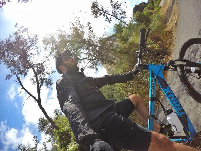 :( + 🚴= :) cycling sunday biking mtb ridealone biketrip sunnyday ... (Baabda)
