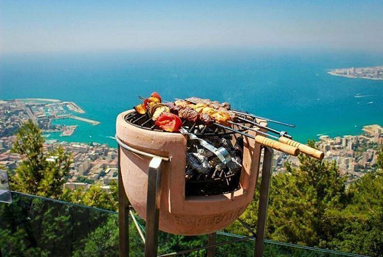 Akdeniz kıyıları pek güzel di mi ya... ❤🌲❤ Jounieh, Lebanon 🌲❤🌲 ... (Joünié)