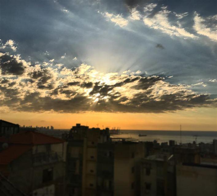 🌅 sunset sun beirut lebanon picoftheday whatsuplebanon ... (Zalqa)