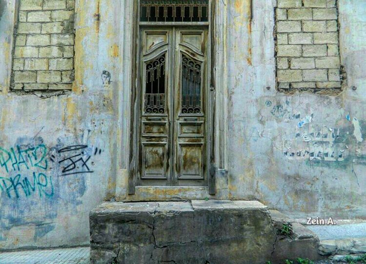 good  morning  oldplace  steps  door  closed  windows  writings  wall ... (Beirut - Ashrafieh)