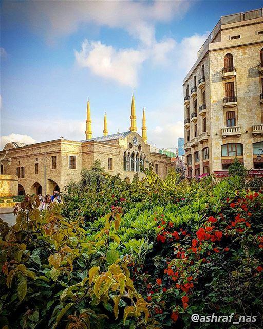 قلو دخلك كيف حبيناوقريو هالناس بعينينا...قولك هي لعبة بيروتبترشرش لولو و (Beirut, Lebanon)