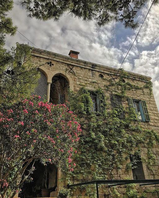 Favorite 📸 of this place so far• lebanonhouses livelovelebanon ... (Zouk Mosbeh)