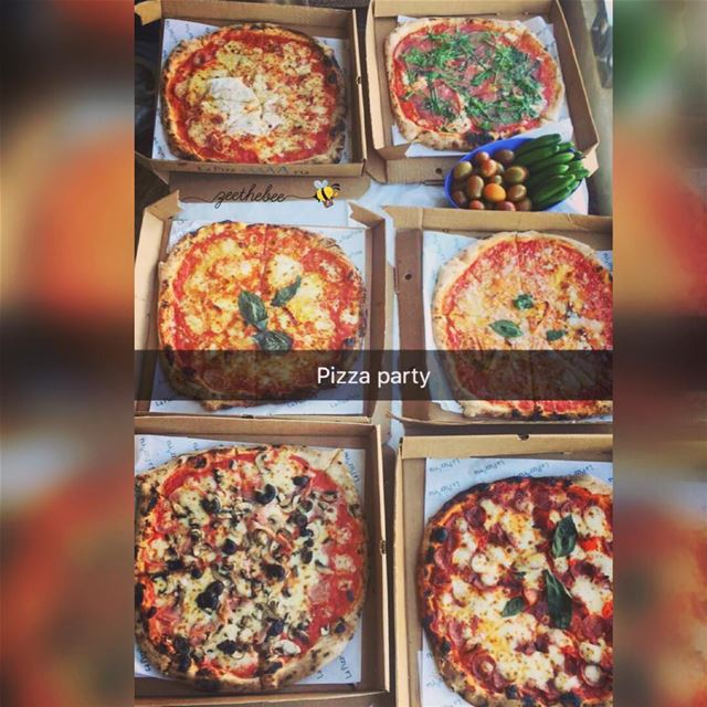 A Yummy Pizza Party🎉🍕🐝😋@lapizzariabeirut ... pizza pizzadelivery ...