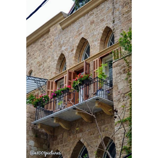 Passing by a beautiful Lebanese traditional architecture !... photo ... (Lebanon)