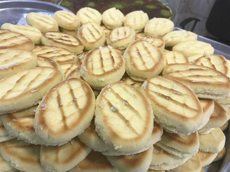 Dimaci ? Yeaaa the best sanyoora .. more than 100 year 🤤 lebanese ... (سوق النبطية)