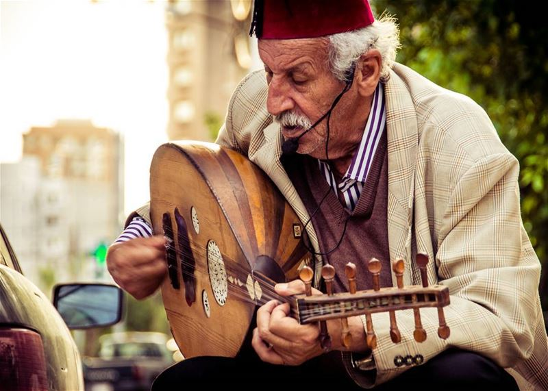 Meet Maroun Al Nechef 🎶🎵..... oldman old music musician singer... (Antilyas)