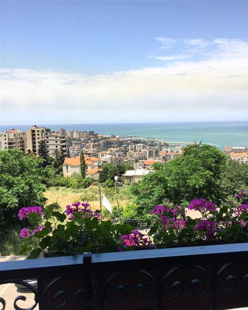 Beautiful view 🌺⛅️ a7labaladbil3alam photo love photograph ... (Ghadir, Mont-Liban, Lebanon)
