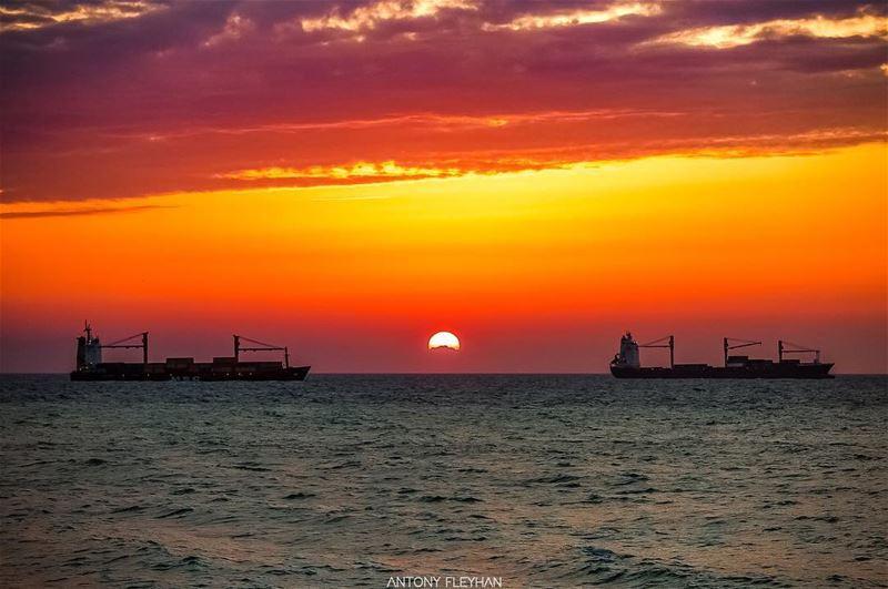 🌅 sun sunset ships lebanon ... (Dbayeh, Mont-Liban, Lebanon)