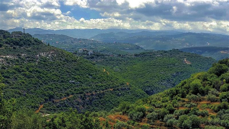 My goodness. Lebanon LiveloveLebanon lebanese nature Mountains ... (Bejdarfel, Liban-Nord, Lebanon)