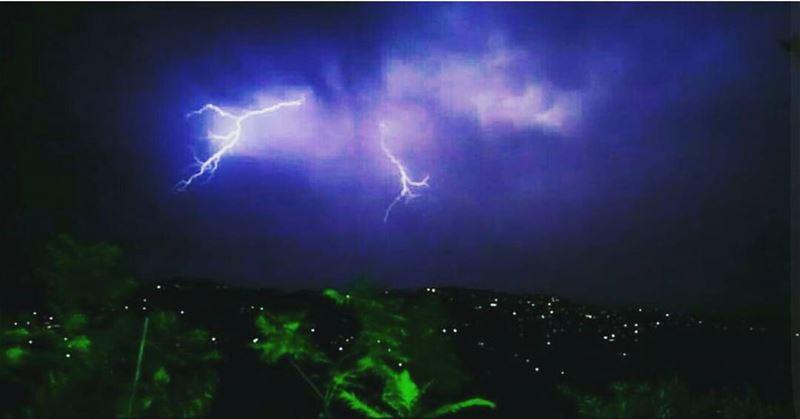 aboutlastnight summer storm thunder thunderbolt bluesky darksky ... (Chhim Al Chammis)