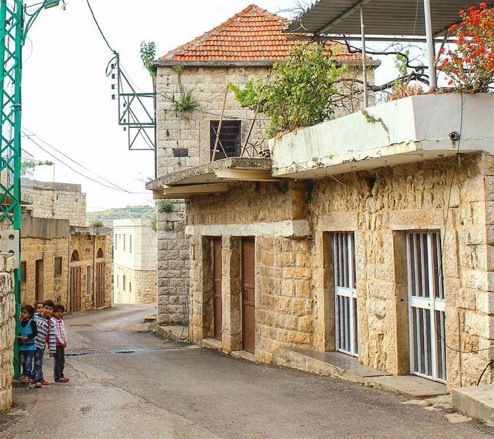 الولاد ملهيين ..... lebanon beino children akkar beinovillage ... (Beïno, Liban-Nord, Lebanon)