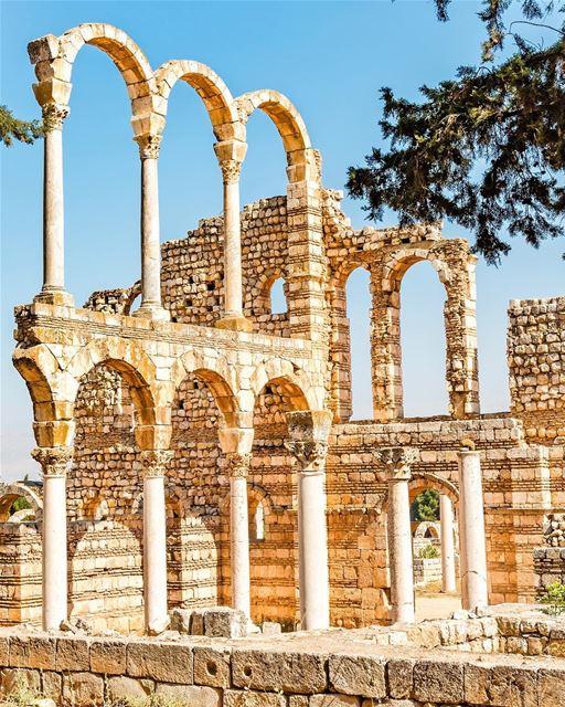 A cidade de Anjar guarda alguns dos mais importantes vestígios do domínio á (`Anjar, Béqaa, Lebanon)